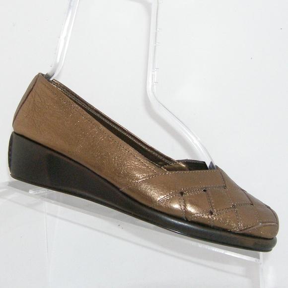 b0c86bbd6 AEROSOLES Shoes - Aerosoles Stunning bronze weave wedge flats 7.5M